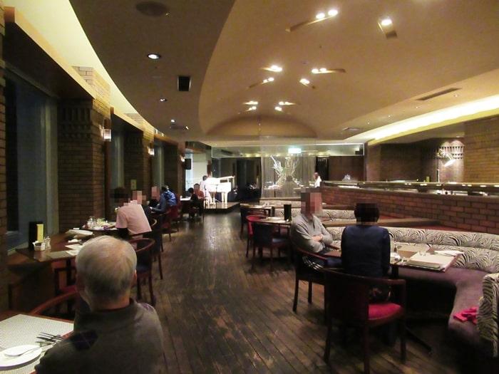 ニセコ ヒルトン 夕食 食べ放題 雰囲気 ビュッフェ レストラン 料金